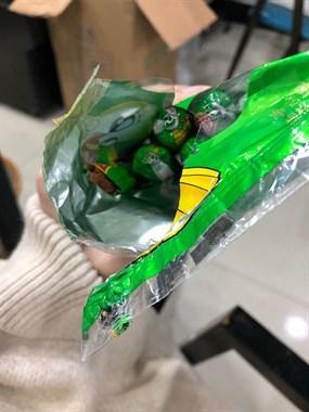 恶心!在德清某超市买的香肠是被啃过的,售后还这样回应