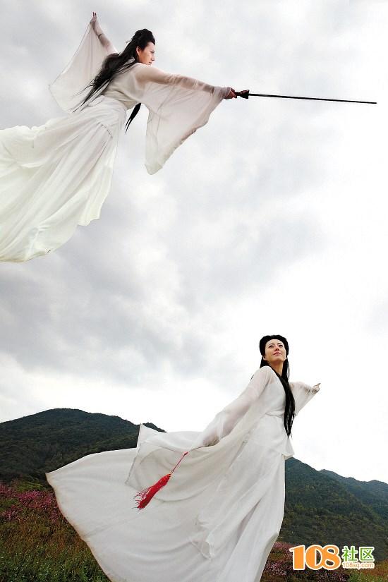 古装白衣手绘抚琴图片