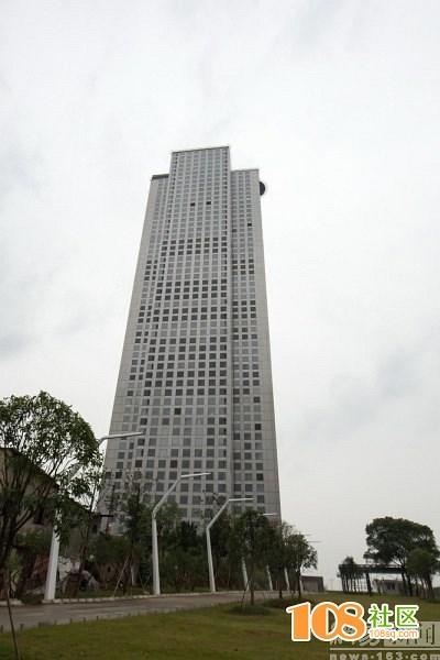 """长沙""""世界第一高楼""""停工两年"""