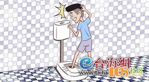 男子洗澡滑倒一脚踩进马桶