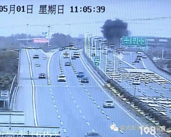 【突发】杭州湾跨海大桥北接线一辆大巴车起火!