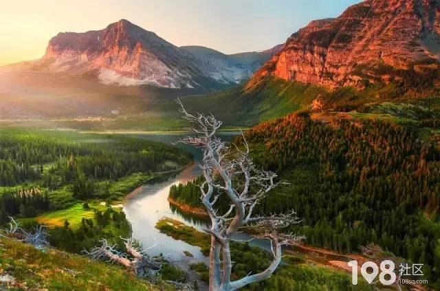 6美国冰川国家公园 美国冰川国家公园拥有原始森林,高山草甸,崎岖