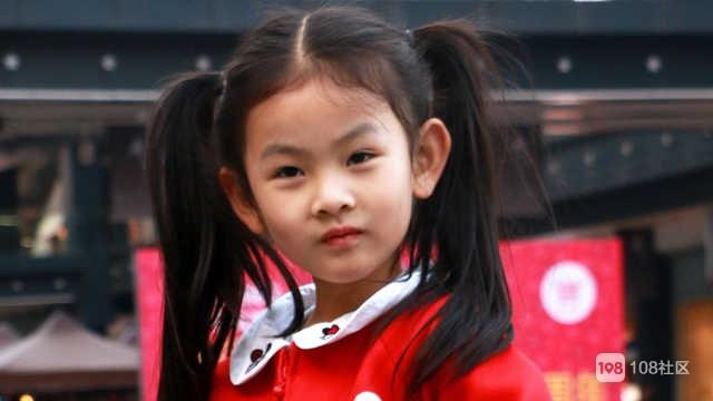街拍潮小孩丨唐晨菲:可爱女孩
