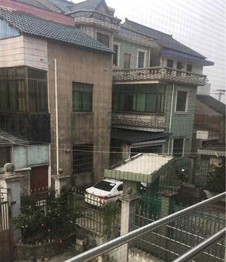 崧厦联胜村昨夜进了贼!警察都来了,现场还残留血迹...