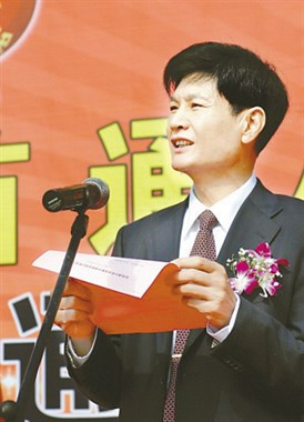 陈溪亿万富翁岳母逝世出殡,村民自发送行:他是个大好人呀!