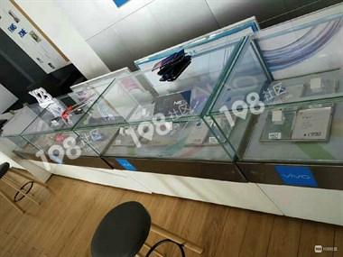 人民路一手机店几十万的货被洗劫一空!警察正在现场取指纹