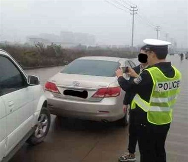 发生事故应该先报警还是先找保险?顺序错了一分不赔!