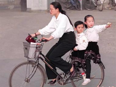 二八自行车、面的、小公共……你当年出门必选的交通工具是啥?