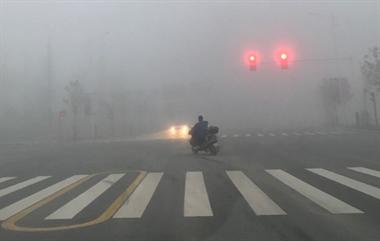景德镇发布大雾橙色预警 路都看不见了!镇巴佬出行要小心