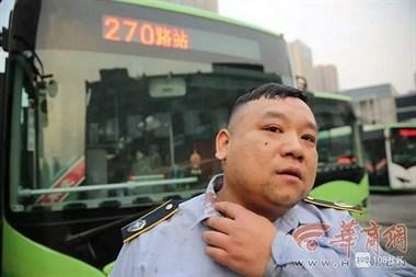 公交司机制止猥亵男,被打到流血却没人帮忙