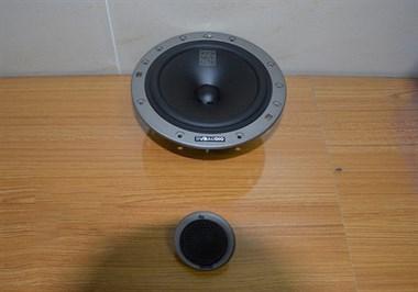 苏州广东仔汽车音响改装奔驰汽车音响改装丹拿236两分频
