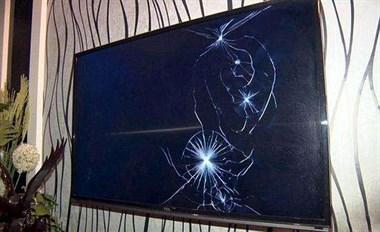 熊孩子把东家4000多的电视机砸坏了!知道后我都懵了