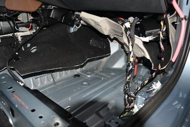 苏州广东仔汽车隔音改装沃尔沃S90全车改装俄罗斯STP