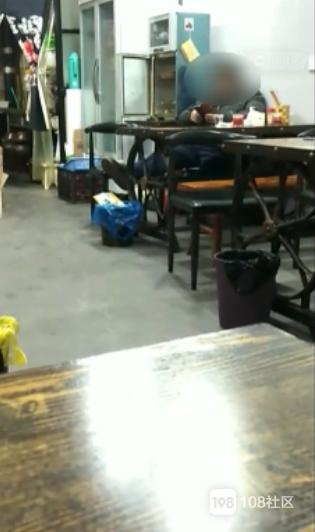 还要不要脸的!衢州一男子在饭店看黄片,还把音量调最大