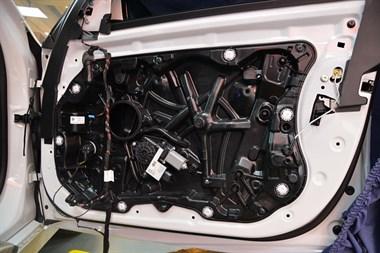 苏州广东仔汽车音响改装宝马525汽车音响改装来福三分频