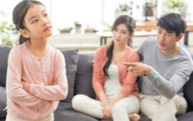 邻居9岁女儿一再来我家偷钱还被抓正着,该告诉她父母吗?