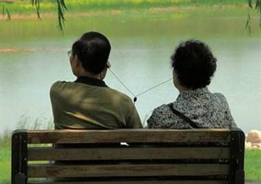 老公欠债,老婆找亲家公,律师女儿竟还强烈支持他俩离婚