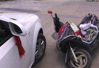 长兴女子一早碰到开轿车的变态男,事情闹到不少人围观