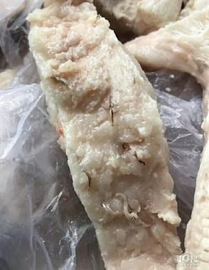 头皮发麻!菜场买的五花肉 煮熟竟发现一条条像虫的东西!