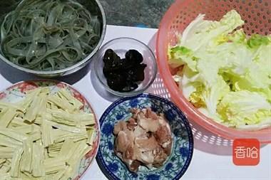 白菜和它才是绝配,我家每隔三五天得做一回,五元钱一大锅百吃不厌!
