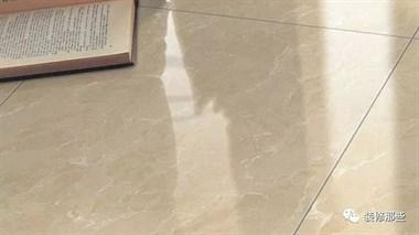 为什么精明人都在瓷砖上直接铺木地板?听师傅一讲,懊悔才懂