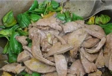直接焯水的猪肝不好吃,是因为少了这一步,做出来的猪肝就更好吃