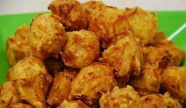 炸丸子不用调糊,直接用剩米饭,口感鲜脆还美味,要赶紧收藏了