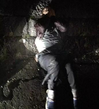 昨晚嵊州大桥西侧江面一疑似醉酒男子落水,就在紧急关头..