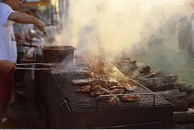 1个烤鸡腿=60支香烟?一年内吃烧烤超过这个数,患癌指数飙升!