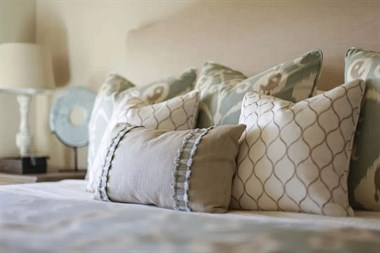 家里有这3种枕头的赶紧换掉,不然睡不好、还枕出一身病!