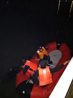 因胖得福!男子醉酒落水漂浮一夜,被救上岸时还在睡